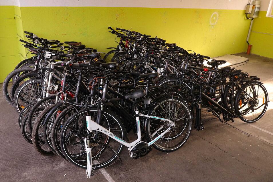 Im Februar dieses Jahres erwischte die Polizei in Quersa im Landkreis Meißen zwei 43-jährige Serben mit 38 gestohlenen Fahrrädern.