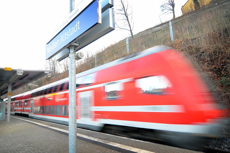 Eine S-Bahn in Meißen, Haltepunkt Altstadt. Für den 7. Dezember werden verstärkte Maskenkontrollen in Bussen und Bahnen angekündigt.