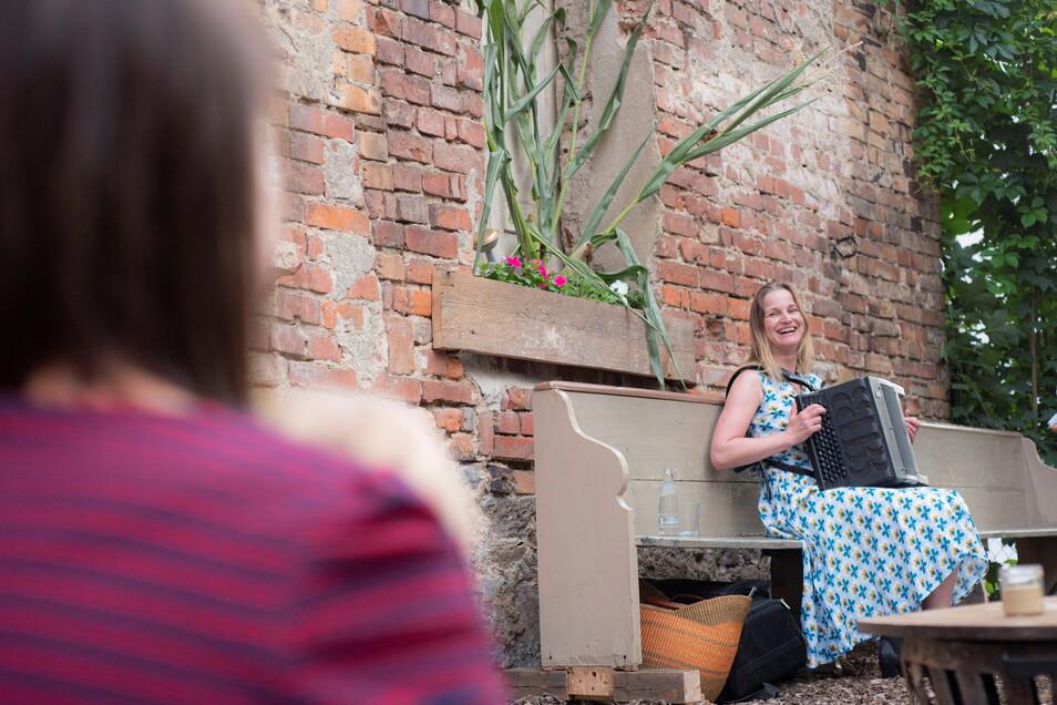 Akkordeon-Musik mit Claudia Steidte in der alten Baderei. Foto: Rene Plaul