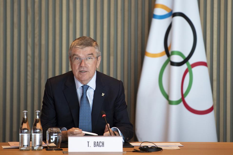 Thomas Bach wehrt sich gegen die Kritik an ihm und der Art und Weise der Olympia-Verschiebung.