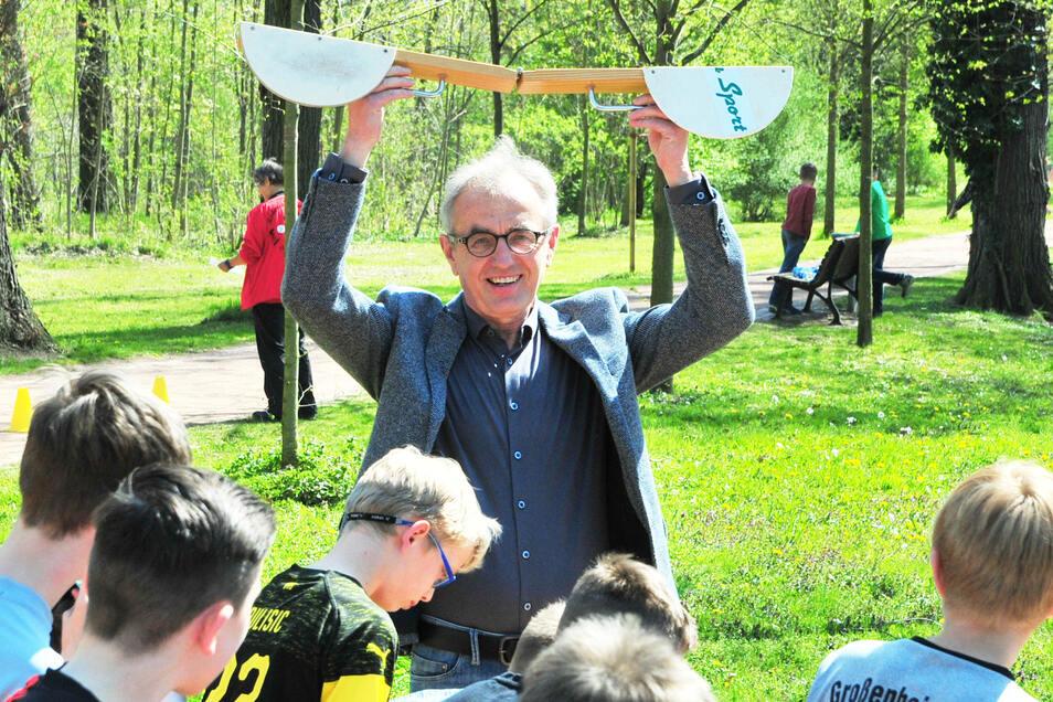 Axel Hackenberg, der Leiter der Schachtschule, bewirbt sich erneut als Stadtrat. Die CDU dürfte froh sein, dass sie den Parteilosen hat.