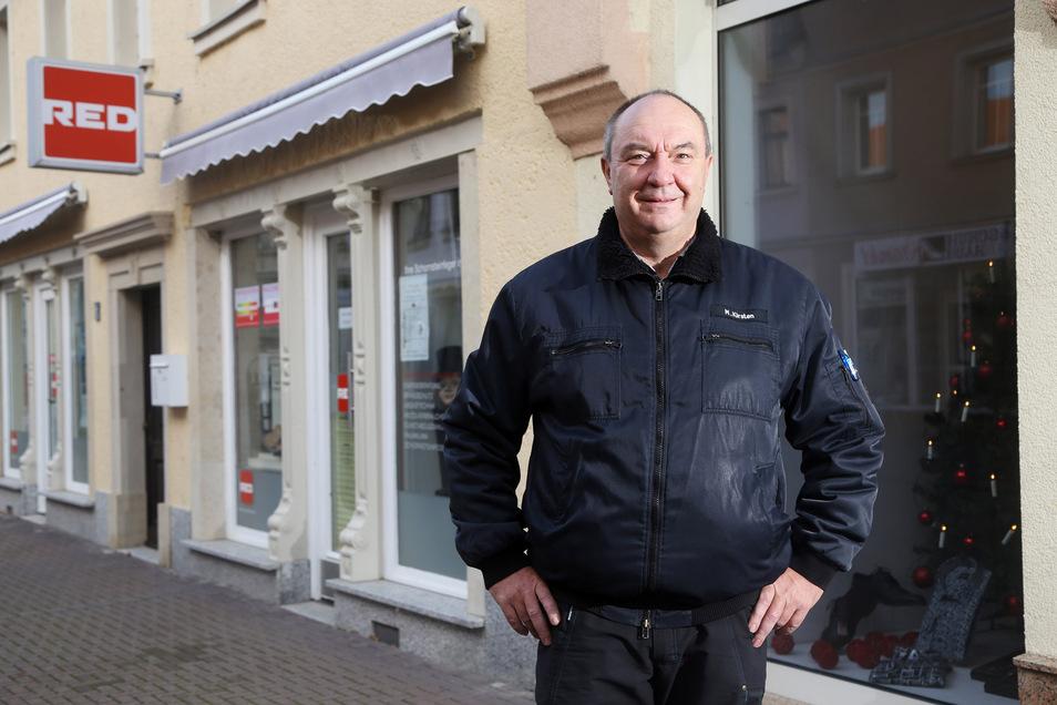 """Das Gros der Arbeit in seiner Firma läuft weiter, sagt Schornsteinfegermeister Matthias Kirsten. Auch von Kundenseite seien die Absagen im """"ganz normalen Maß""""."""