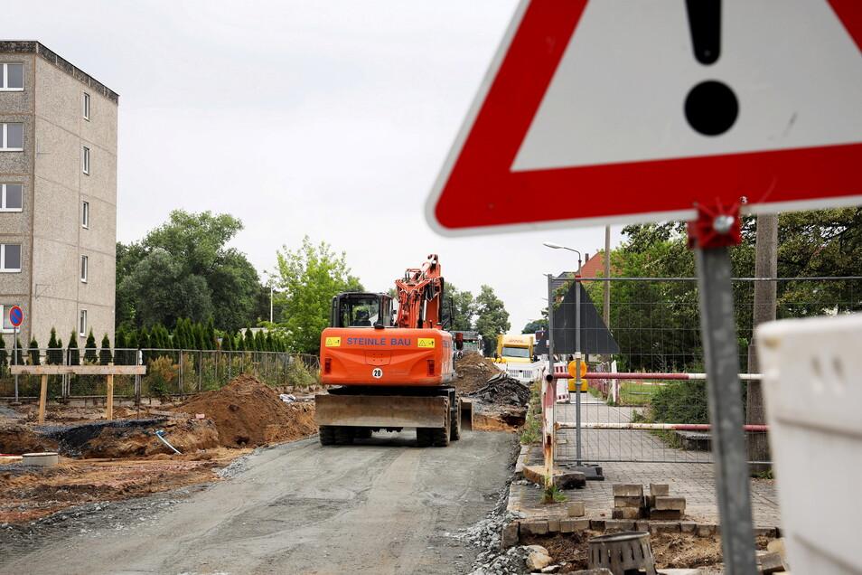 Bislang gab es vor der Schule Alleestraße zwei Zebrastreifen, künftig ist eine Ampel geplant. Das gefällt nicht jedem.