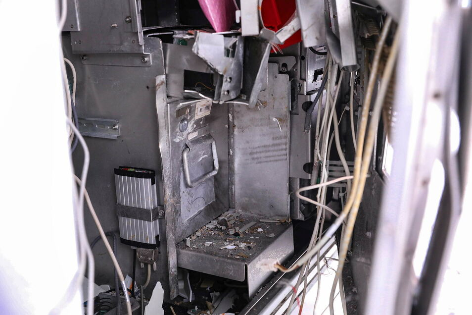 Der Fahrkartenautomat wurde bei der Sprengung zerstört.