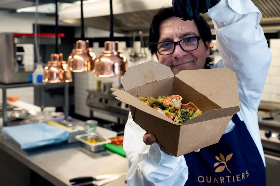 Für Restaurantleiter Roberto Lehmann ist der Außer-Haus-Verkauf jetzt auch ein Testlauf für den scharfen Start.
