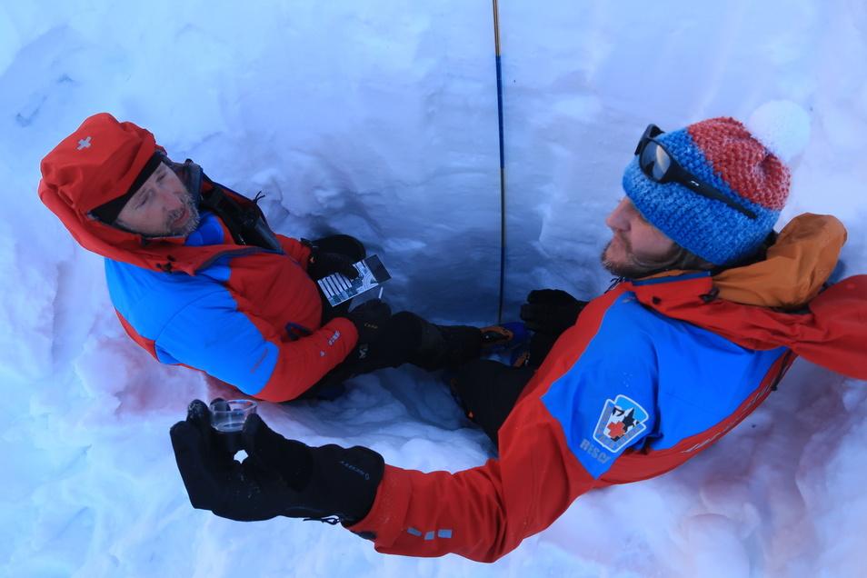 Ein Archiv-Bild: Der Bergrettungsdienst bereitet sich bei Schulungen auf Einsätze nach Lawinenabgängen vor. Foto: Archiv Horská služba