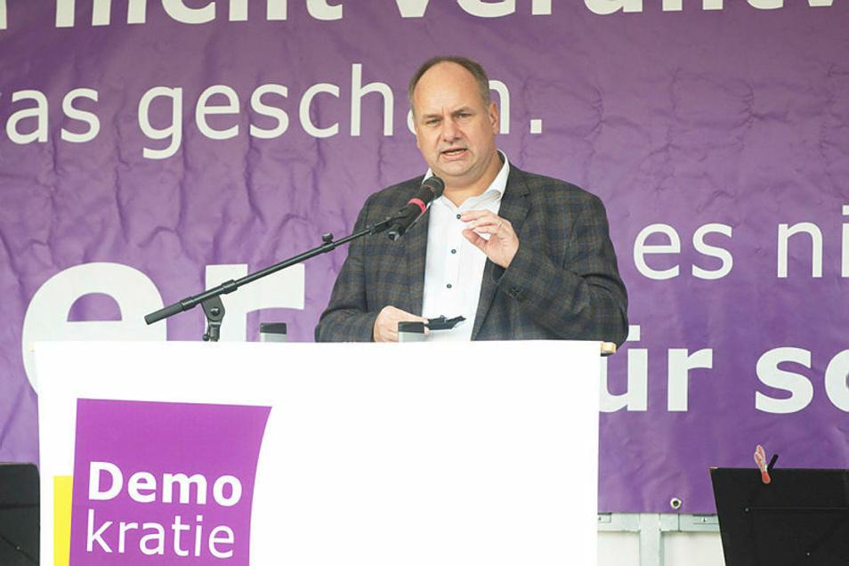 Man habe sich die Straße von Pegida zurückgeholt, sagte Oberbürgermeister Dirk Hilbert am Sonntag auf dem Altmarkt.