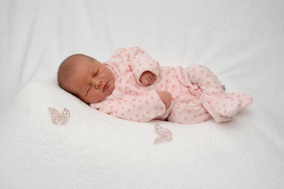 Lucie, geboren am 21. August, Geburtsort: Städtisches Klinikum Dresden, Gewicht: 3.530 Gramm, Größe: 51 Zentimeter, Eltern: Marie und André Madel, Wohnort: Ortrand