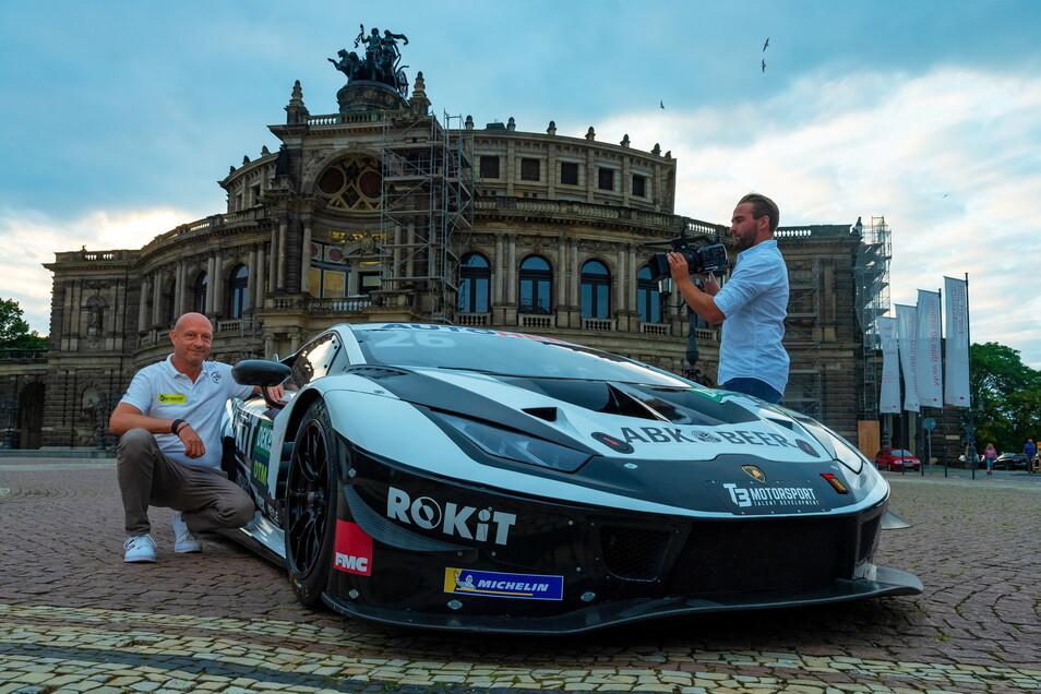 Flach, schnell und bunt: Jens Feucht, der Chef des Dresdner Teams T3, präsentiert den Lamborghini Huracan Evo GT3 vor der barocken Kulisse der Semperoper.
