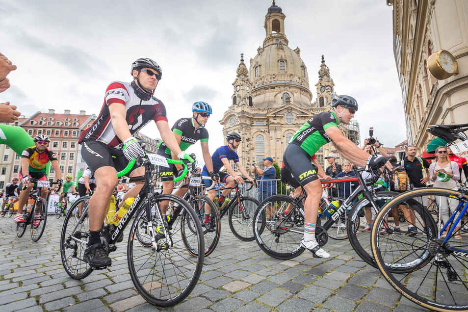 Radfahrer treten beim 7. Velorace am Sonntag in Dresden in die Pedale. Letztes Jahr nahmen rund 1.800 Sportler teil.