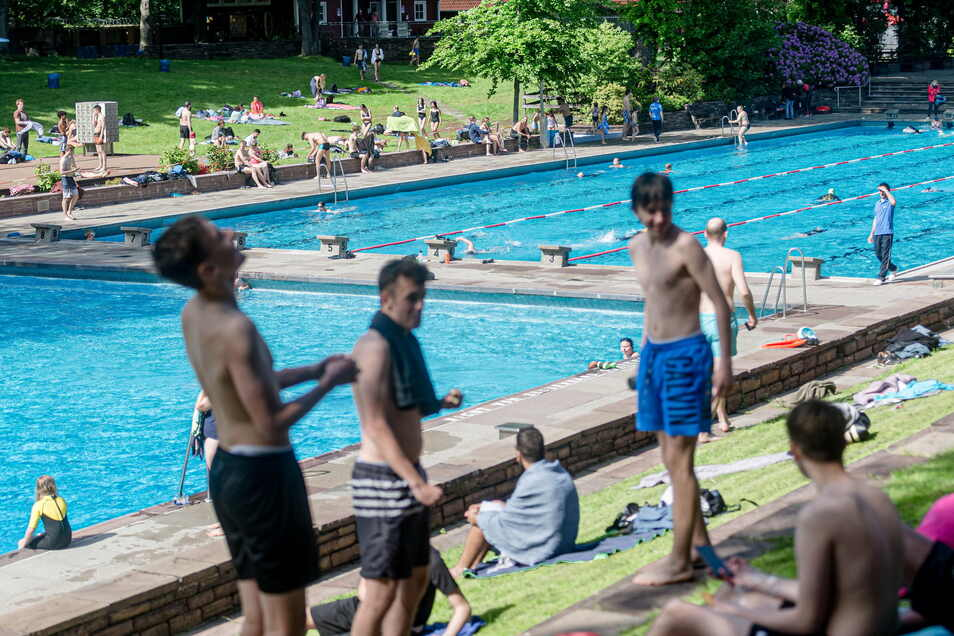 Badegäste genießen in Hamburg das heiße Wetter: Werden wir zu leichtsinnig?