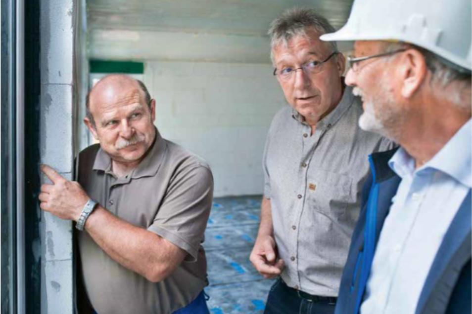 Mit- und voneinander lernen: VQC-Sachverständige begleiten ausführende Handwerker. Foto: VQC ©