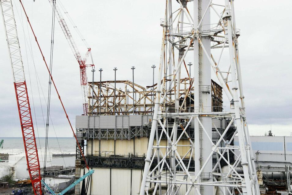 Das nach einem Erdbeben und Tsunami zerstörte Kernkraftwerk Fukushima Daiichi. Noch immer werden die zerstörten Reaktoren mit Wasser gekühlt.