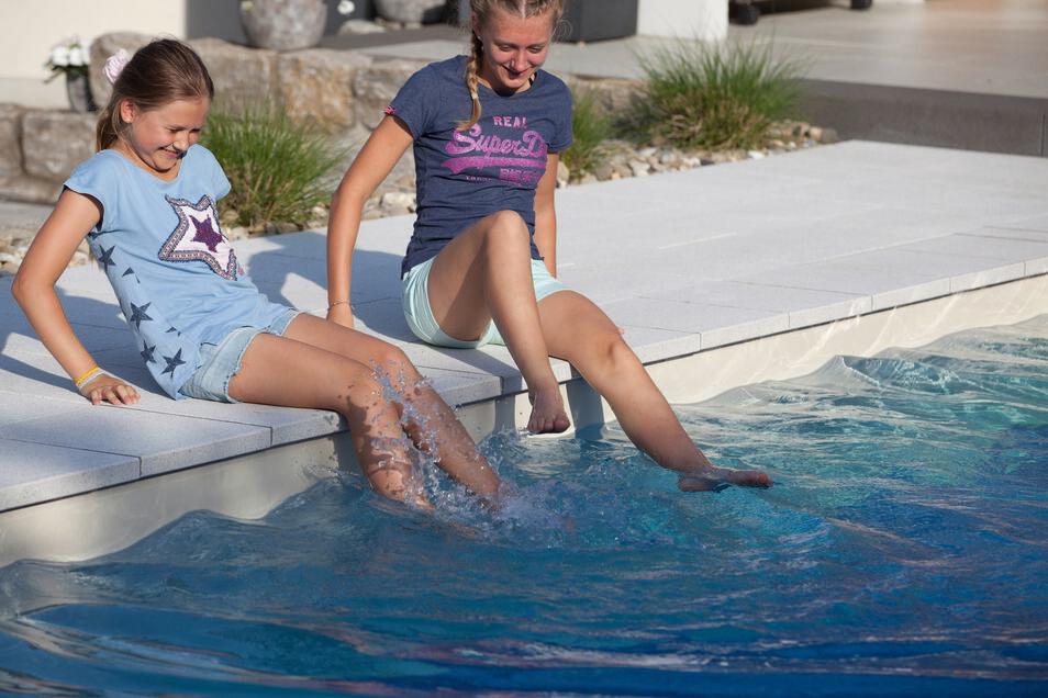 Wer einen eigenen Pool zuhause hat, kommt hervorragend durch den Sommer.