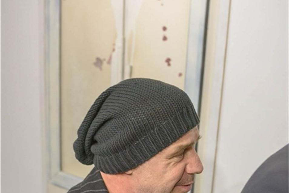 Lindemann zeigt sich zum ersten Mal als Objektkünstler und provouiert dabei.