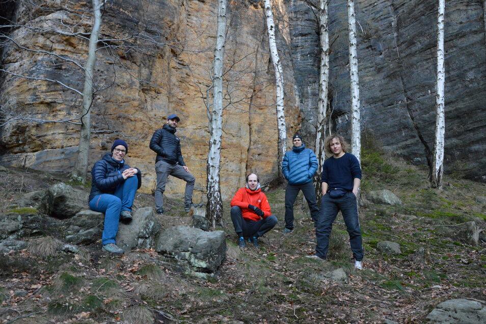 """""""PMX21"""" heißt die Pamir-Expedition, und die Protagonisten sind: Nele Sadler, Milan Lülsdorf, Matthias Nolden, Elias Betka und Philipp Werner (v. l.)."""