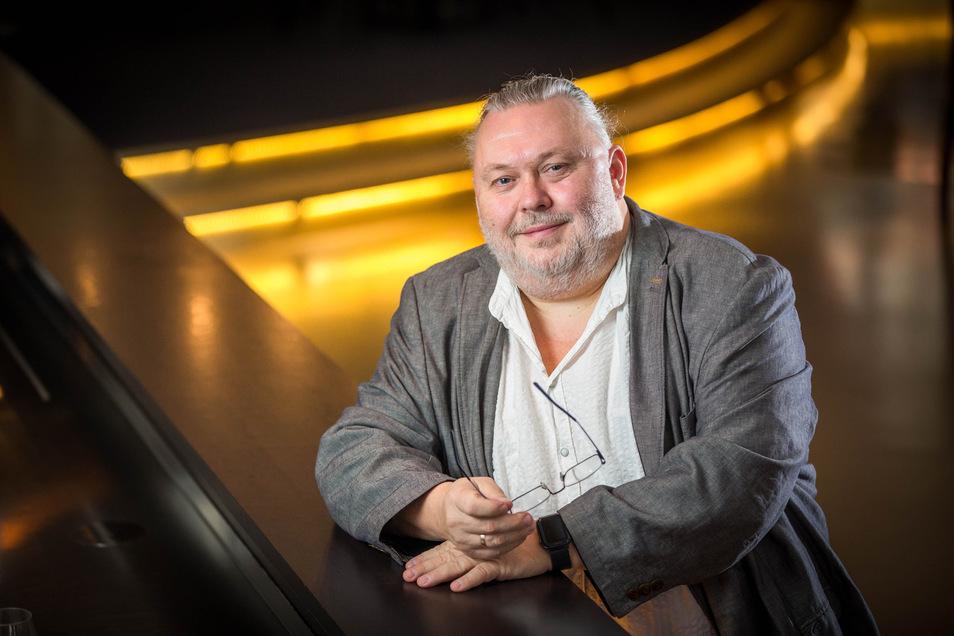 Ist eigentlich ausgebildeter Sänger: Andreas Goldmann (55) hat mit dem Boulevardtheater Dresden, dem Striezelmarkt und den Krabat-Festspielen feste Auftraggeber.