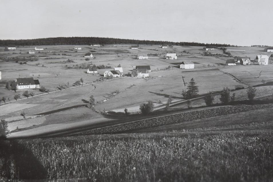 Auf alten Fotos zeigt sich wie weitläufig das Dorf war.
