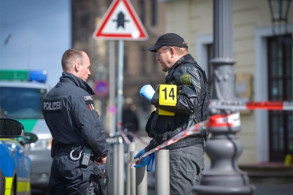 Die Polizei ist weiter auf der Suche nach den Tätern.