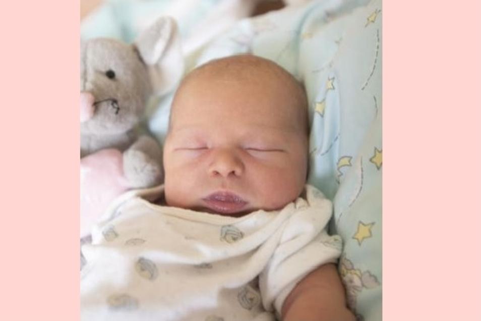Nami Emilia Geboren am 25. August Geburtsort Kamenz Gewicht 3540 Gramm Größe 50 Zentimeter Eltern Santana Riedel und Ronny Riedel- Kromrey Wohnort Pulsnitz