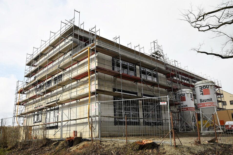 In der neuen Grundschule in Goldbach wurden mittlerweile schon die Fenster eingesetzt sowie Leitungen verlegt.