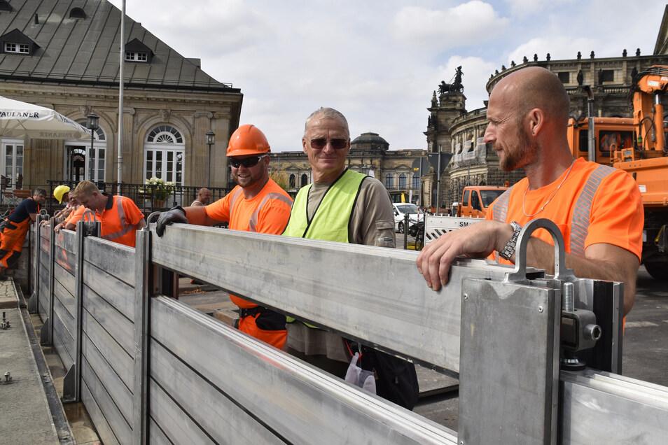 Diese mobile Wand am Terrassenufer würde die Innenstadt bei Hochwasser schützen. Alle drei Jahre wird der Aufbau getestet, wie hier im August 2019.