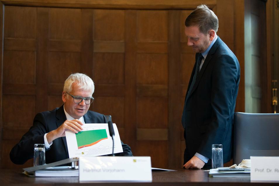 Der Corona-Hilfsfonds ist fast leer, der Haushalt von Finanzminister Hartmut Vorjohann (CDU) muss mit geliehenem Geld gestützt werden. Um die letzten Euro wird nun heftig gestritten - wer muss zurückstecken?