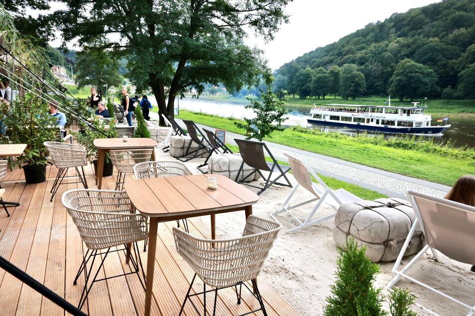 Urlaubsgefühl am Elbestrand in Königstein: Die neue Kultur- und Kulinarik-Lounge bietet Platz für bis zu 230 Personen.