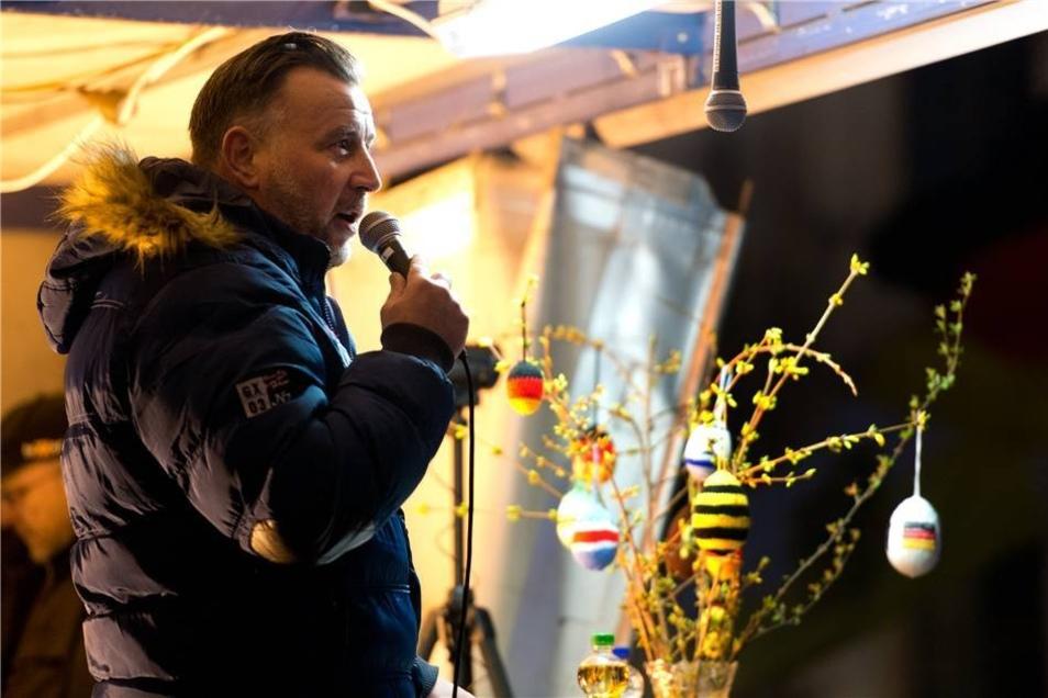 """Pegida-Mitbegründer Lutz Bachmann sagte, dass man Sponsoren und genug Kraft habe, um bis zum """"Tag der Abrechnung"""" 2017 durchzuhalten. Damit meint er offenbar die Bundestagswahl."""