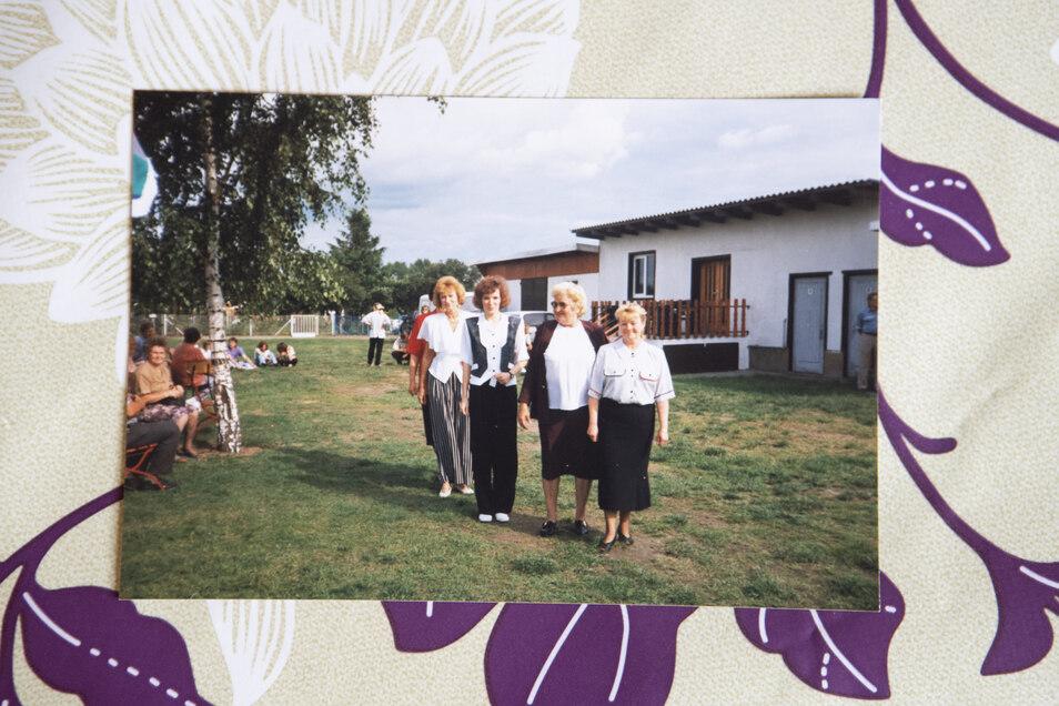 Eine Modenschau zum Gartenfest im Rieser Reiter, etwa 1980er Jahre.