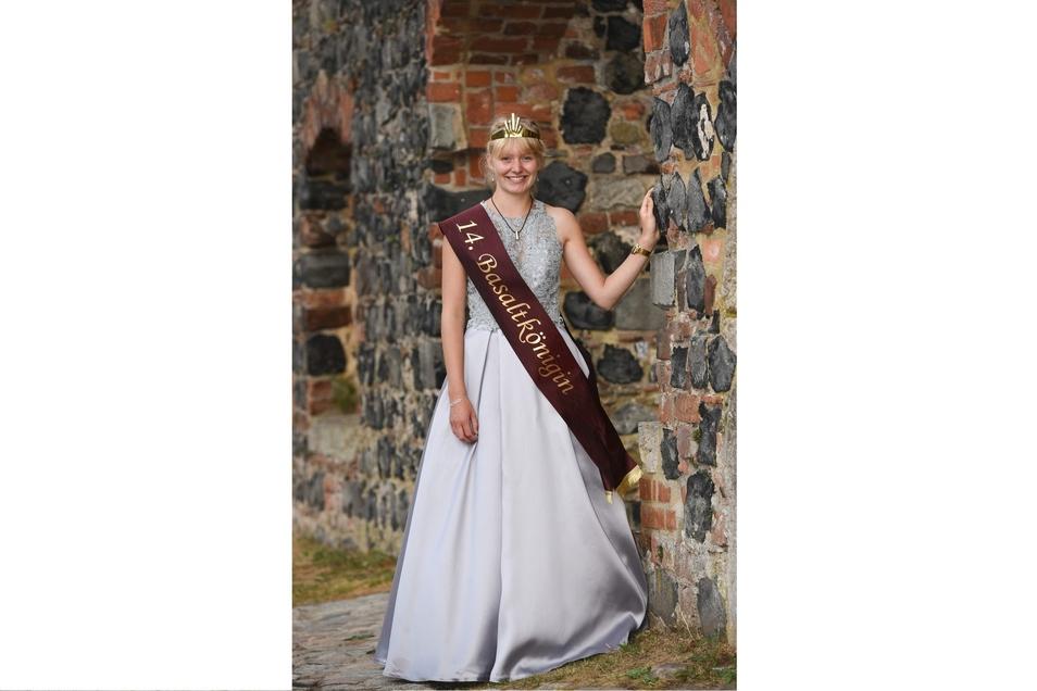 Basalt oder Basanit? Egal, Lea Zinke ist die 14. Basaltkönigin. Und schon in wenigen Monaten  wird die neue Basaltkönigin gewählt . Da ist man sich in Stolpen einig.