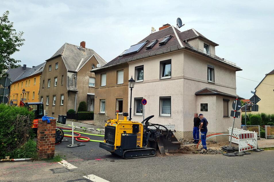 Beim Verlegen des neuen Breitbandes kam es am Mittwochmorgen zu einem Missgeschick. Es entstand Gasleck an der Gartenstraße Ecke Otto-Buchwitz-Straße.