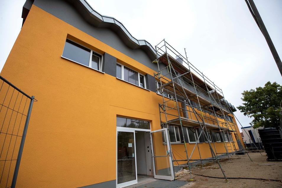 Die ehemalige Turnhalle von Grund- und Oberschule in Bannewitz wird zur Mensa umgebaut. Im Obergeschoss entstehen Unterrichtsräume.