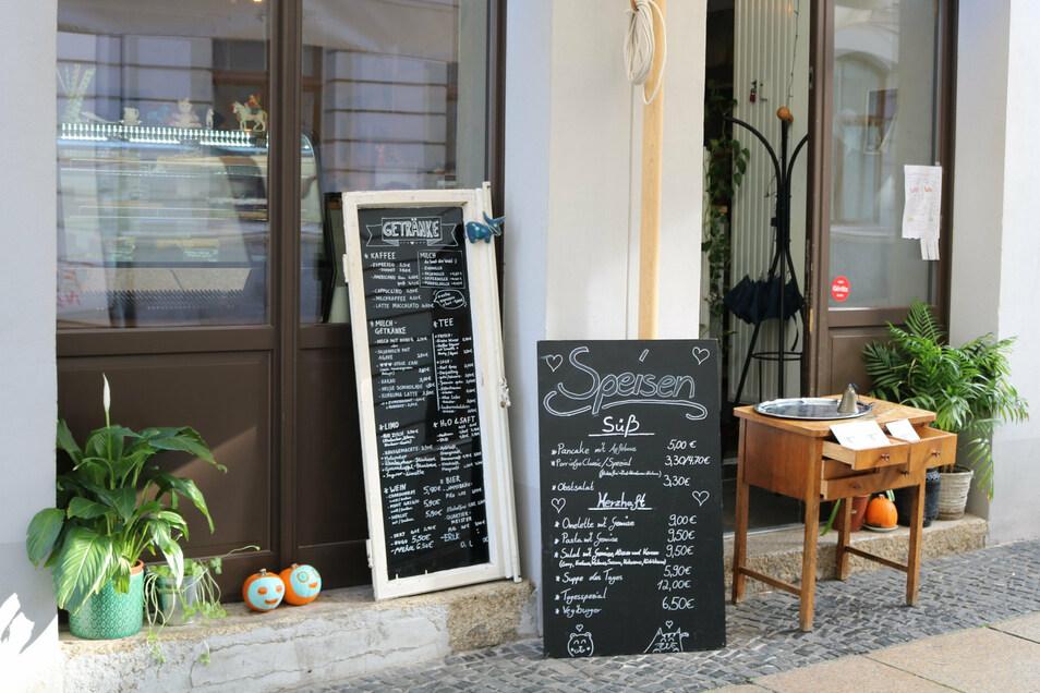 Während des aktuellen Lockdowns bietet das Café Herzstück Essen und Kuchen zum Abholen an.