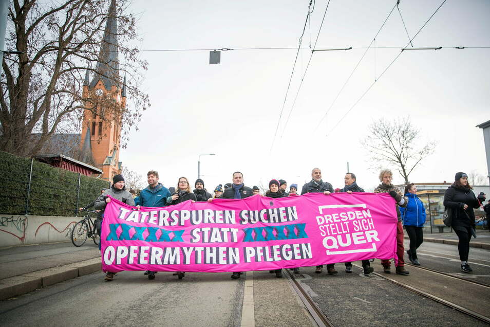 """Nicht auf der Straße, digital soll in diesem Jahr der """"Mahngang Täter*innenspuren"""" zum 13. Februar stattfinden."""