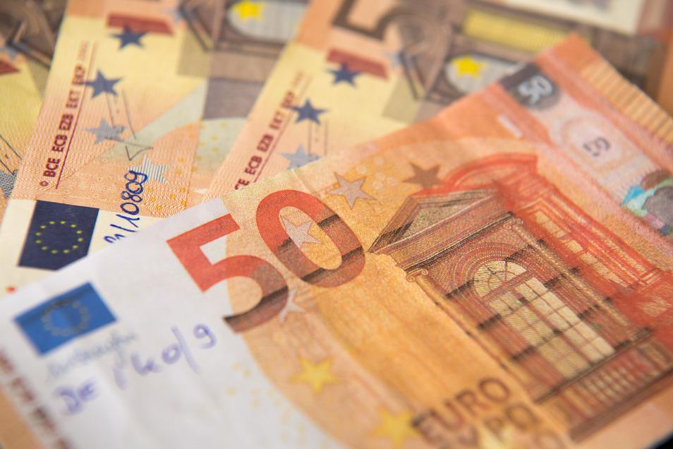 """Echt oder eine """"Blüte"""": Immer wieder taucht Falschgeld – meist 50- oder 10-Euro-Scheine – in der Öffentlichkeit auf. Jetzt auch auf dem Großenhainer Weihnachtsmarkt."""