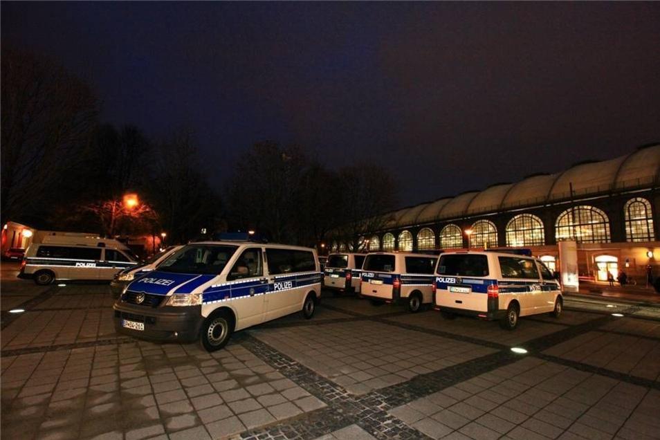 Auch vor dem Hauptbahnhof war die Polizei deutlich präsent.