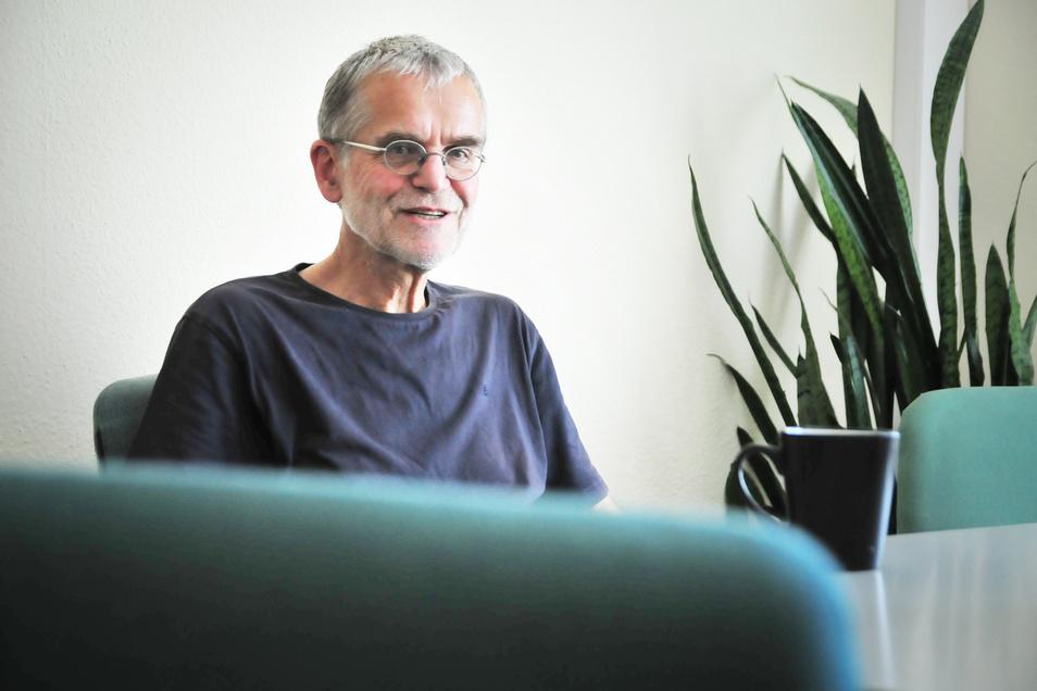 Frank Schieritz ist 68 Jahre und wohnt in Berlin.