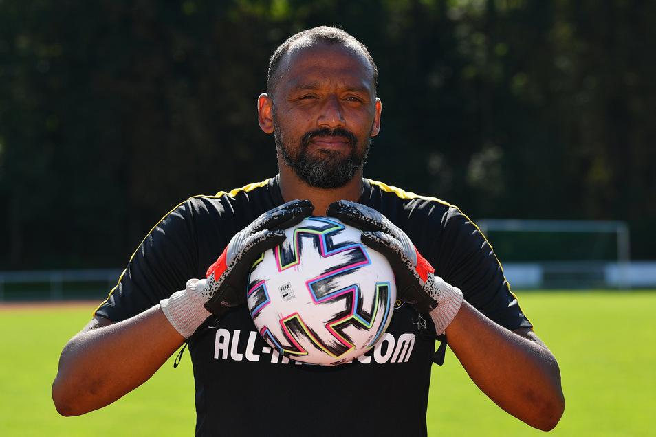 Mit 38 Jahren könnte David Yelldell selbst noch im Tor stehen, sicher zupacken kann er allemal. Der einstige Bundesliga-Keeper trainiert nun Dynamos Torhüter.