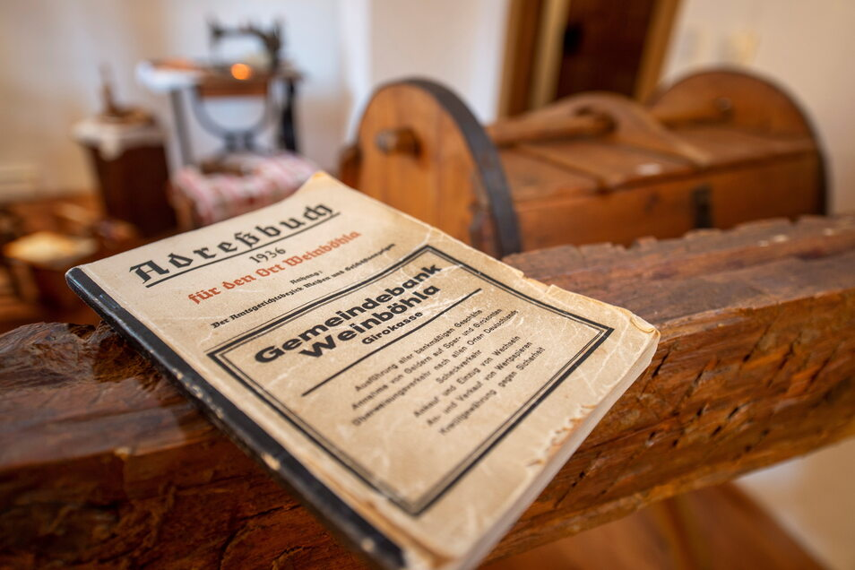 Das historische Adressbuch von Weinböhla von 1936 im Heimatmuseum der Gemeinde.