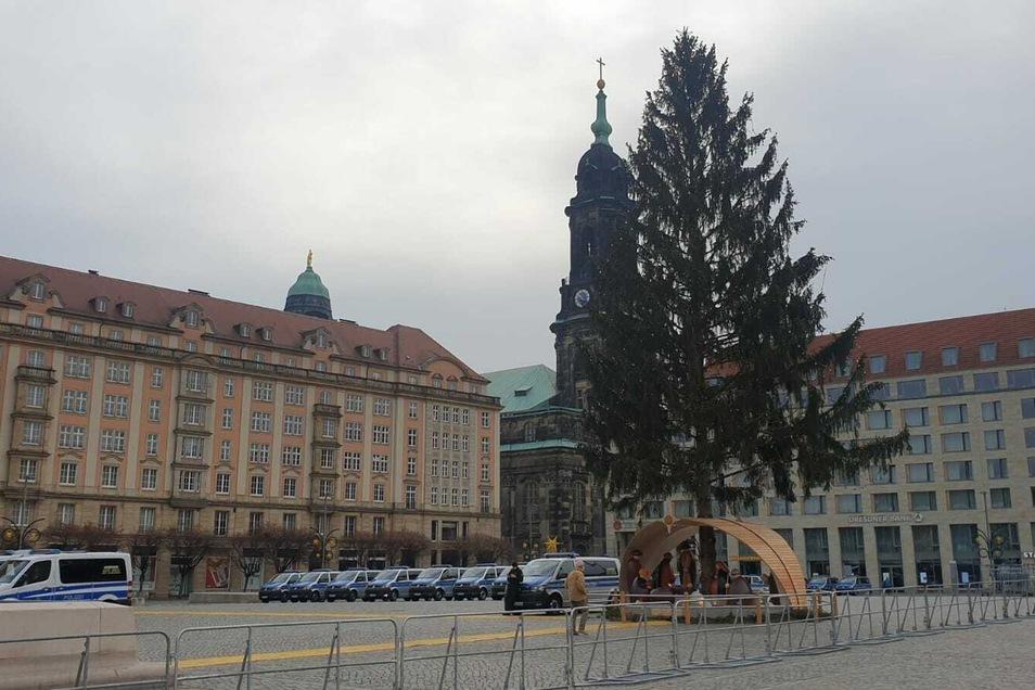 Am Altmarkt hat die Polizei abgesperrt.