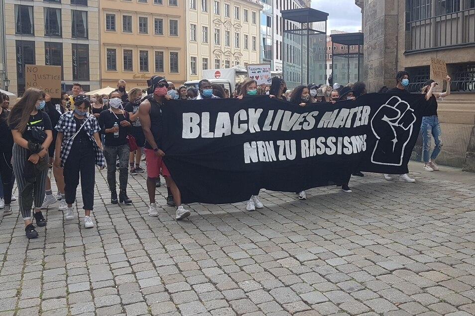 Die Demonstranten zogen vom Neumarkt aus in Richtung Alaunplatz in der Neustadt.