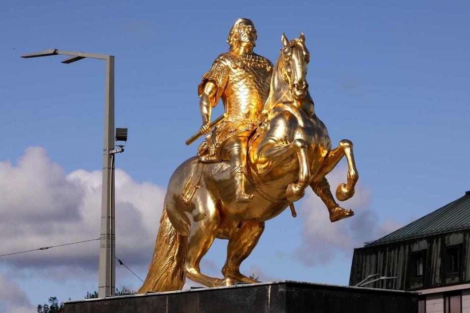 Der Goldene Reiter aus Barockzeiten gilt als eines der bekanntesten Denkmale in Dresden.