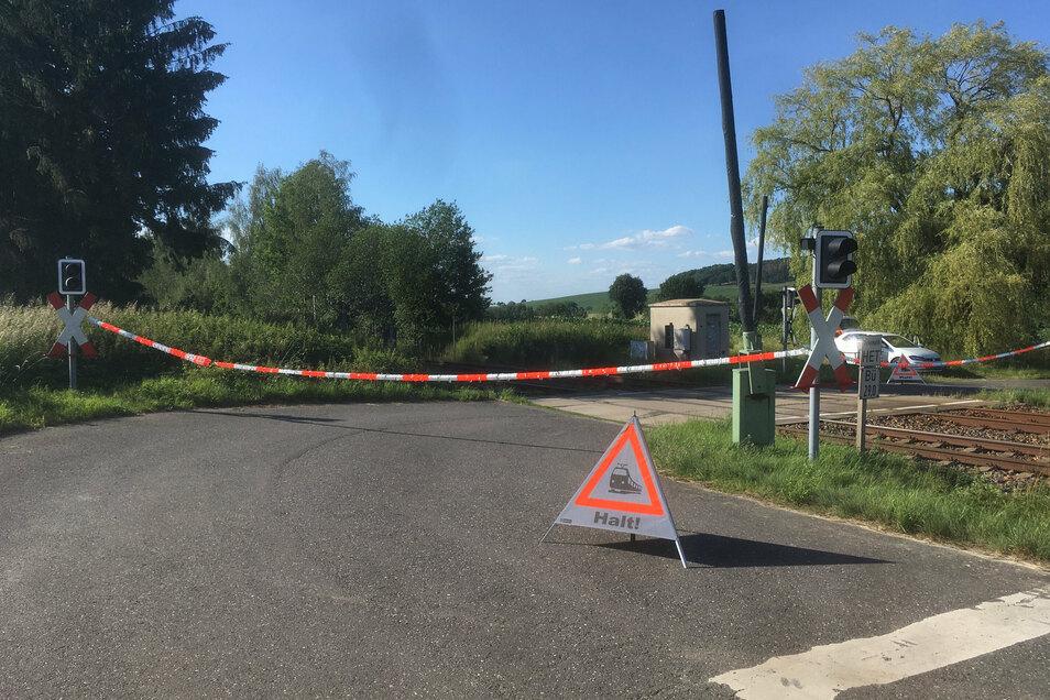 Der Bahnübergang bei Breitendorf wird derzeit provisorisch gesichert.