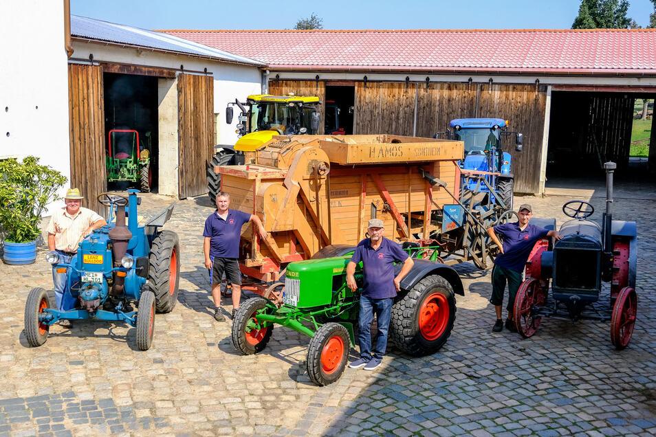 Die große Dreschmaschine ist am Sonntag ebenso im Einsatz zu erleben wie die historischen Traktoren.