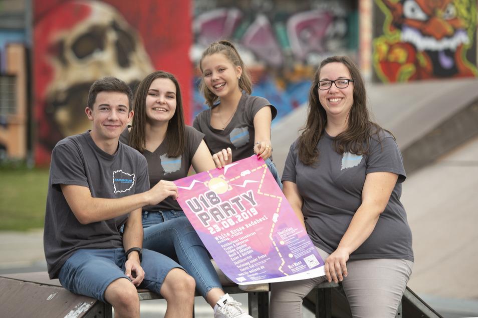 Paul Zapf, Saskia Dürr, Svenja Dürr und Monique Walter engagieren sich in ihrer Freizeit beim Jugendforum. Am Freitag veranstalten sie eine große Wahlparty im Weißen Haus, bei der junge Leute ihre Fragen an Kandidaten für die Landtagswahl stellen können.