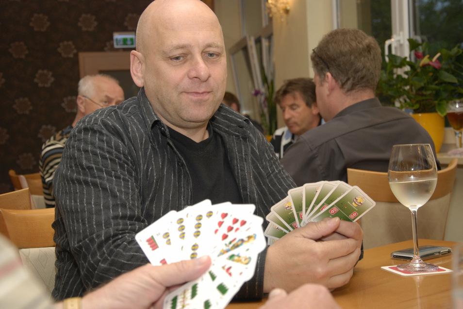 Thomas Krause gehörte auch schon vor zehn Jahren zum Skatklub Großenhain e. V.