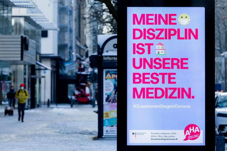 Wenn sich die Menschen in Deutschland weiter an die Corona-Regeln halten, könnte nach Meinung von Forschern Anfang März ein Inzidenzwert von 35 erreicht werden.