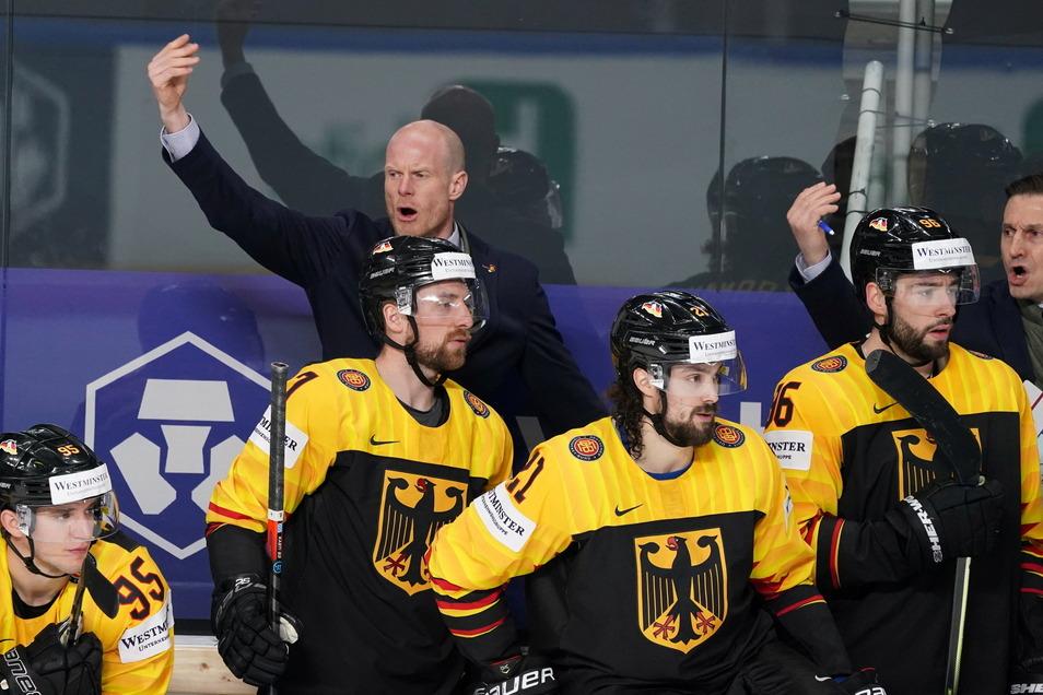 Bundestrainer Toni Söderholm gibt Anweisungen.