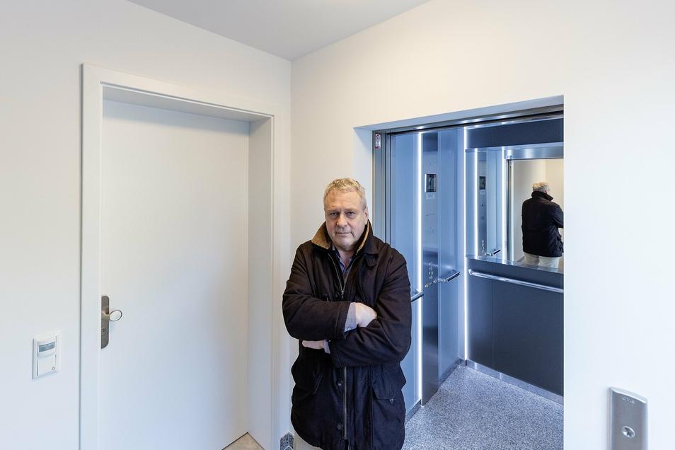 Einige Möbel stehen schon drin und auch die neue Einbauküche: Dennoch kommt Gunto Mörer nicht in die Wohnung, in die er und seine Frau schon viel Geld gesteckt haben.
